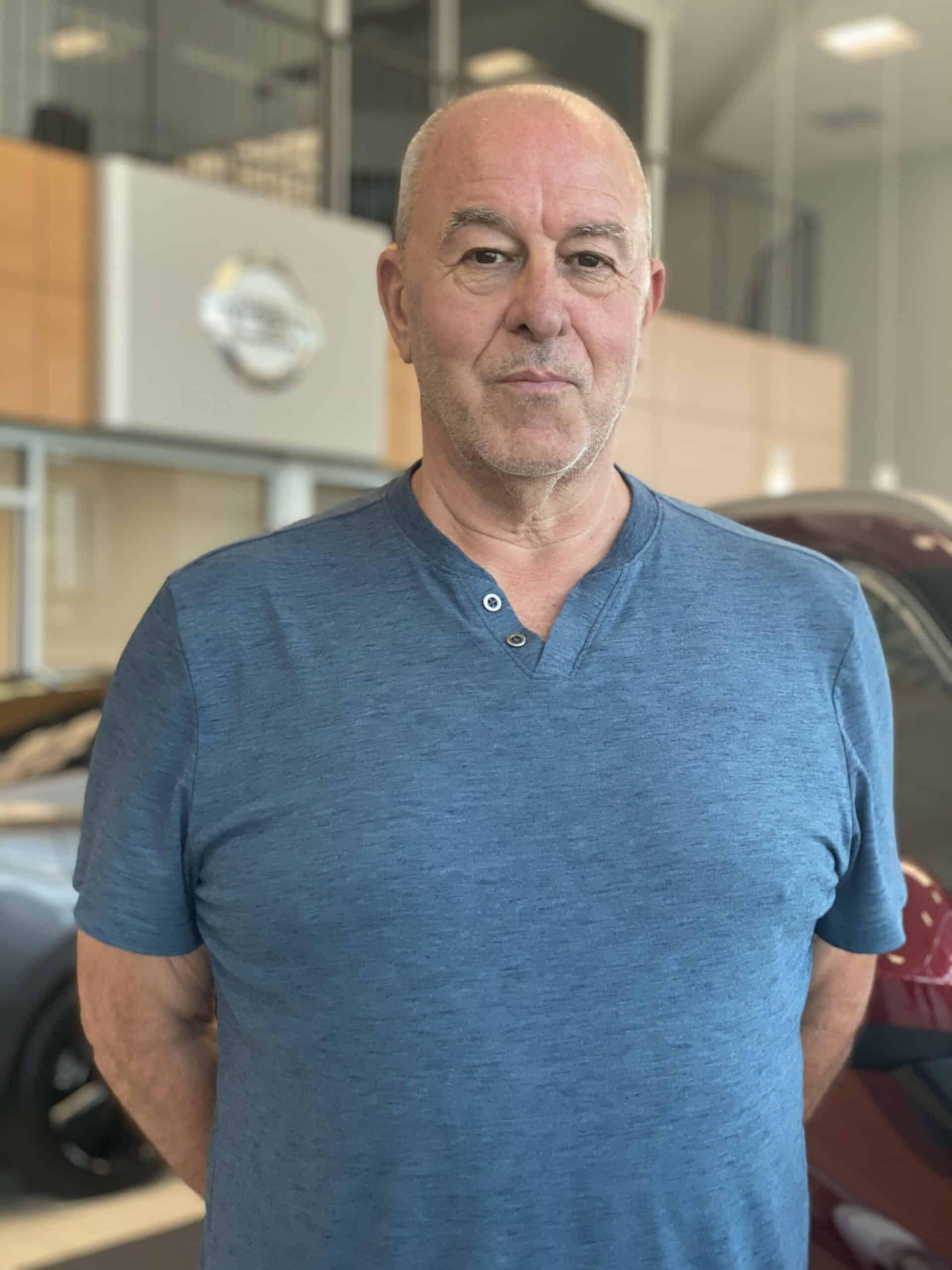 Bobby Schmutz : Shuttle Driver